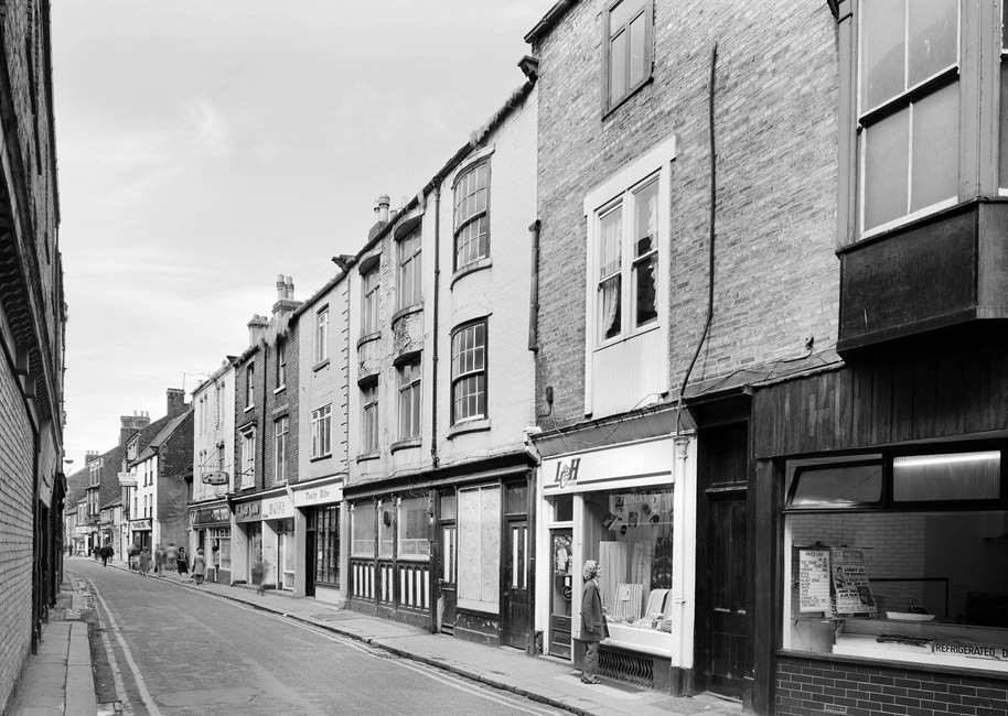 Black and white photo of Fore Bondgate